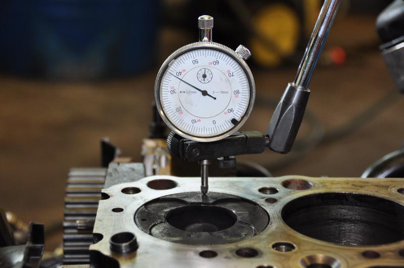 Motorschaden-Gutachten-Messung-Kolbenueberstand