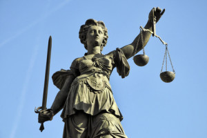 Gerichtsgutachter-Motorschaden-Hamburg-Justitia